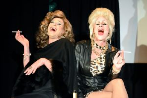 S3-2-Happy New Year_ABFAB Bauer Jackie avec Patsy Laughter